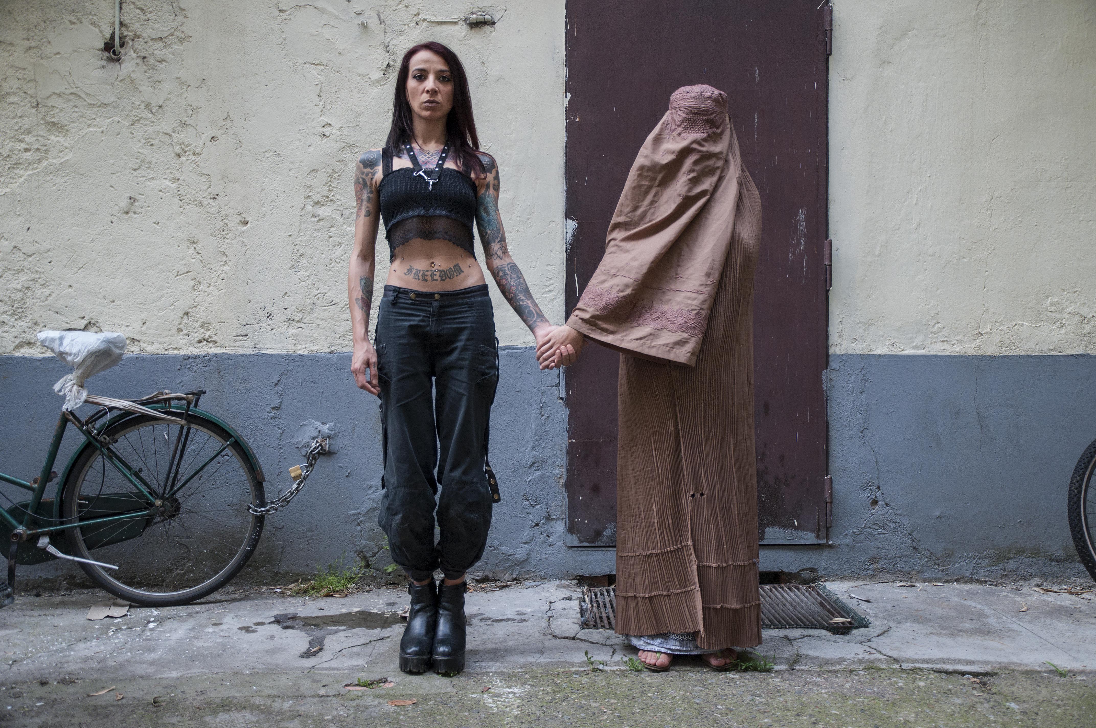 Rahman Hak-Hagir, Manuela Maroli - LESBIAN COUPLE (2015)