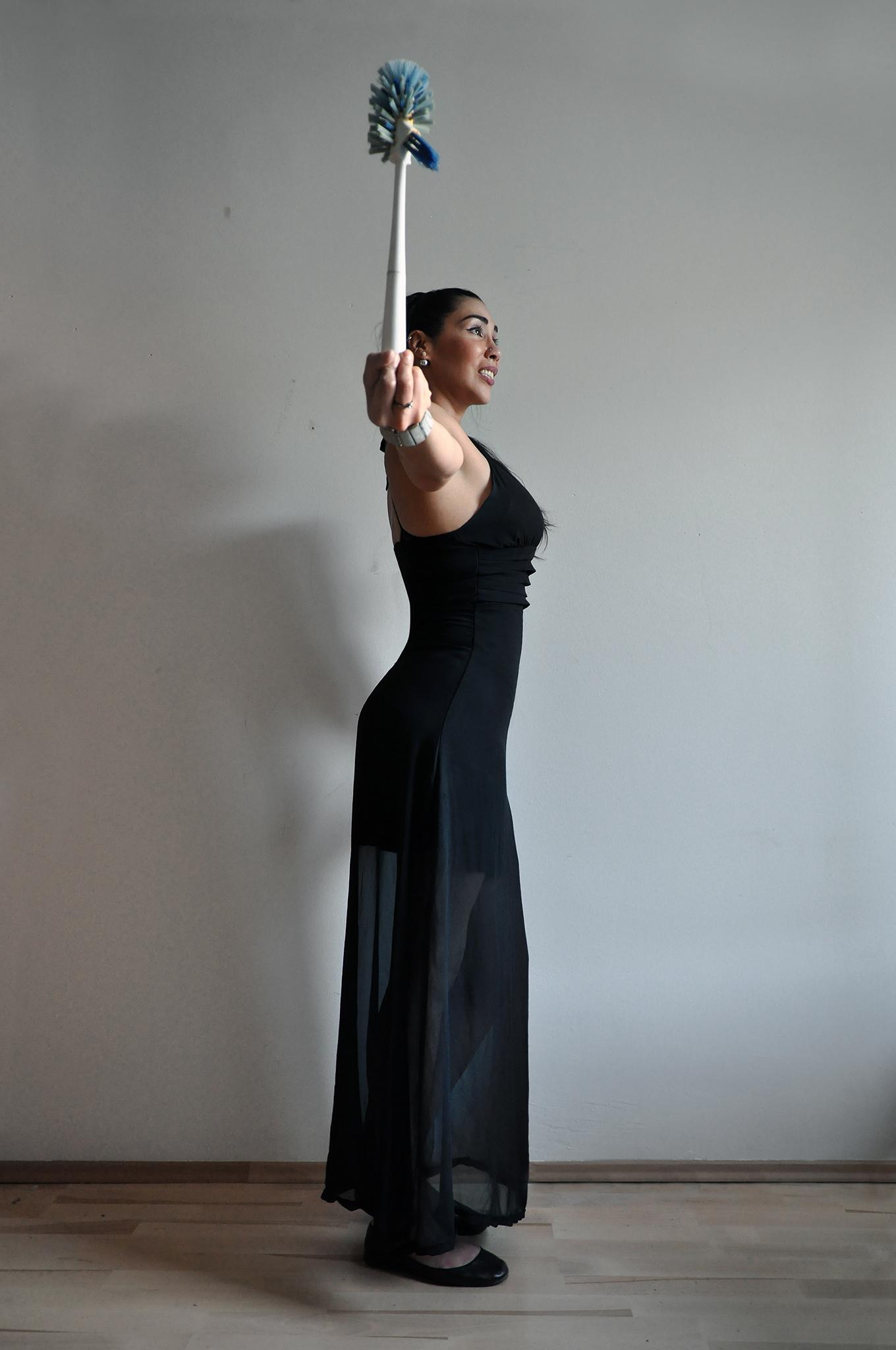 Rahman Hak-Hagir, Alina Ferrufino – ANUS (2018)